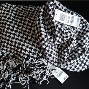 Chenille houndstooth hat and scarf